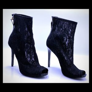 Guess Lace Booties Sz: 8